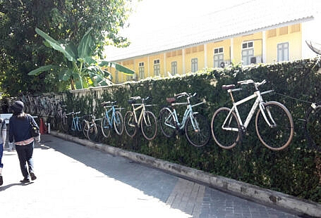Cycle on the Wall